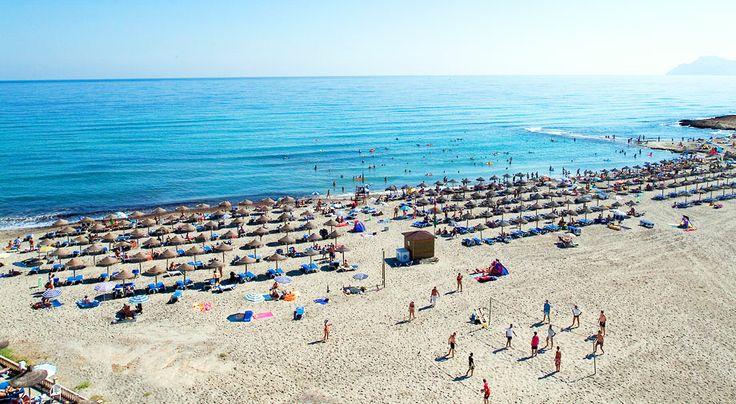 Rauhallinen Ca'n Picafort on kuin luotu koko perheen leppoisaan lomaan. Saaren parhaimmistoon kuuluva, 14 kilometriä pitkä hienohiekkainen ranta sopii erinomaisesti hauskanpitoon lasten kanssa. Aikuiset nauttivat pikkukylän rennosta ilmapiiristä. #AurinkoMallorca #Aurinkomatkat #Mallorca #CanPicafort