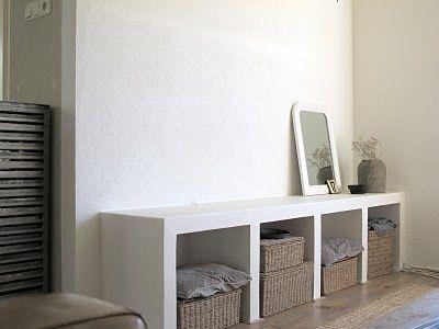 Mooi en functioneel,. Hij is gemaakt van cellenbetonblokken. Dit is de link: http://g-style-g-style.blogspot.nl/2010/06/up-date-nieuwe-kast.html