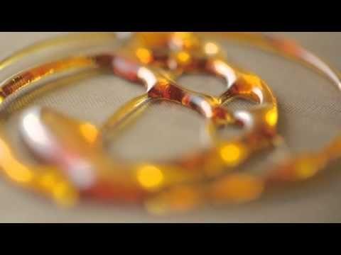 Ananas poêlés au miel, paillettes d'or et tuile de caramel très blond - YouTube