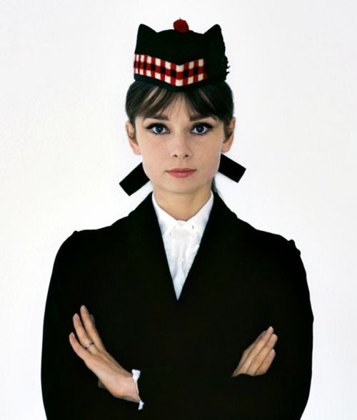 Audrey Hepburn wearing a tradicional Scottish cap, photographed by Howell Conant.
