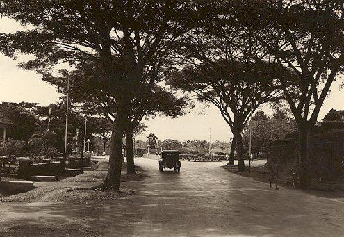 Straatbeeld in Bandoeng 1933-1940.