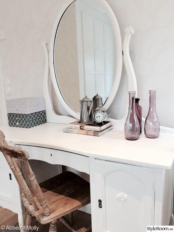 sminkbord,spegel,stol,lådor