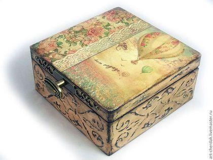 Купить или заказать Шкатулка 'Bon voyage' в интернет-магазине на Ярмарке Мастеров. Довольно большая и вместительная шкатулка. В нее можно положить как украшения, так и различные сувенирчики, привезенные из путешествий (камешки, ракушки, веточки и т.д.), которые будут напоминать Вам о прекрасных мгновениях). А можно и подарить, ведь подарок сделанный с любовью всегда приносит радость). Есть почти готовая такая же шкатулка!!!