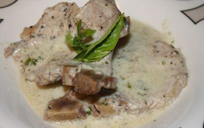 Braciole di maiale al latte - Scopriamo come realizzare delle deliziose braciole di maiale al latte, perfette per un pranzo in famiglia e accompagnate con delle patate al forno.