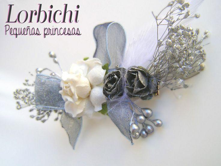 Clip en blanco y plateado con flores, pistilos, paniculata y lazo de organza #gi…