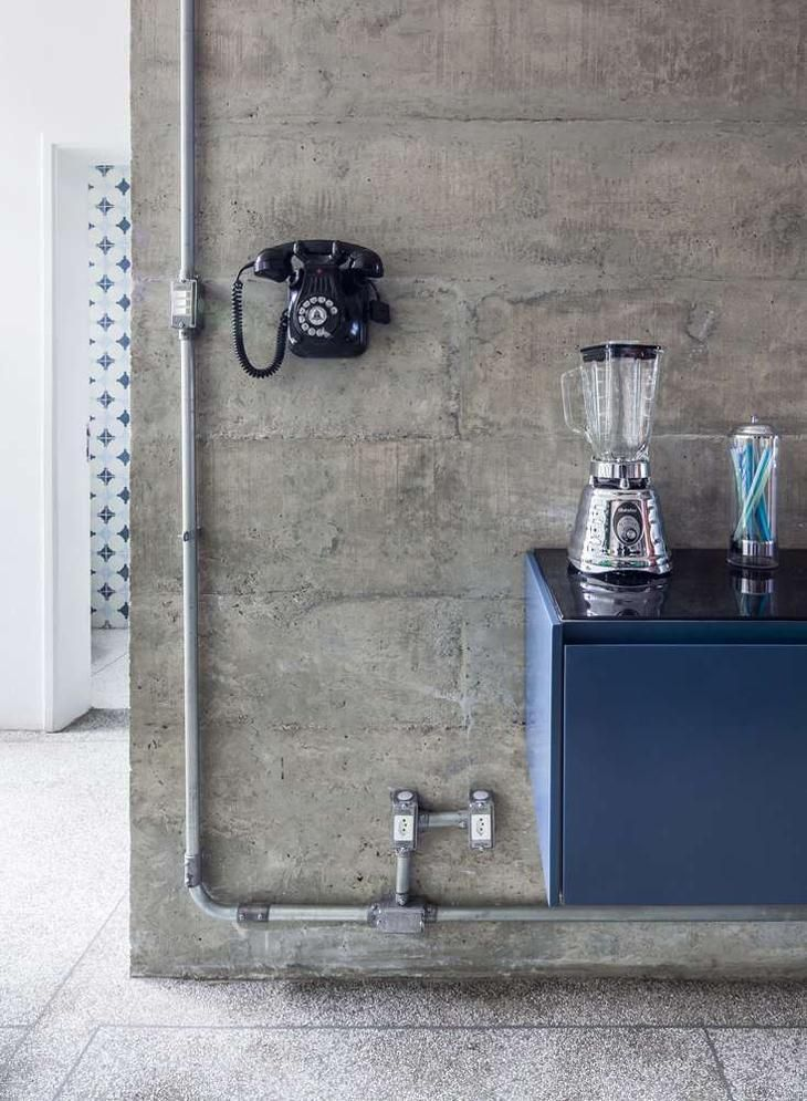 Marvelous Cool Ideas: Industrial House New York industrial lamp chain.Industrial Landscape Home. Industrial Apartment, Industrial Interior Design, Vintage Industrial Furniture, Industrial Interiors, Industrial Bathroom, Industrial House, Modern Industrial, Industrial Lamps, Industrial Stairs