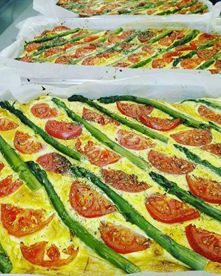 Wiosenne smaki ciąg dalszy, czyli frittata ze szparagami :-P Palce lizać! #frittata #ze #szparagami #palcelizac #wiosna #na #talerzu #smakowicie #instafood #healthydiet #asparagus #szparagi #yummy #dietapudełkowa #cateringdietetycznywarszawa