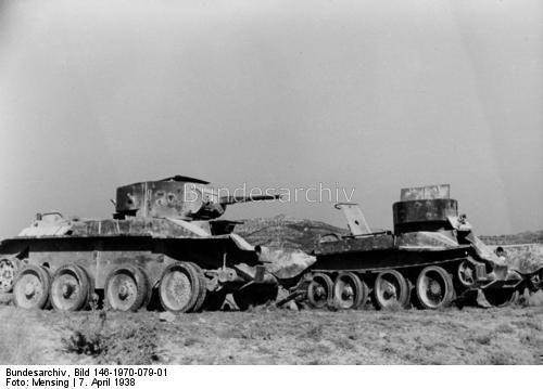 Spanischer Bürgerkrieg, Aragonien, Strasse Caspe - Maella. Zerstörte rotspanische Panzerkampfwagen. [ BT-5] 7.4.1938
