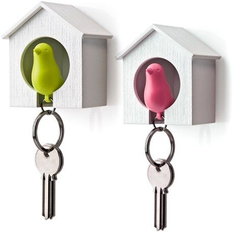 Praktisk liten nyckelring i form av en fågel med ...