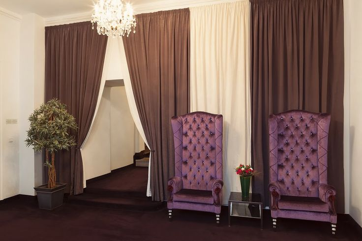 Old Town Square Hotel  Starometske namesti 20 - Praha 1 Tel: +420 221 421 111 Emergency: +420 731 502 301 E-mail (reservation enquiry): reception@otsh.com