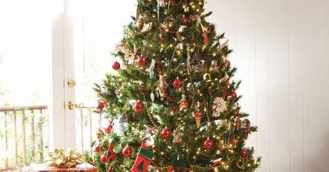 Juegos para navidad. Las reuniones navideñas hacen que la familia y los amigos que probablemente no han visto en mucho tiempo se reúnan. Rompe el hielo haciendo algunos juegos de navidad, éstos ayudan a que todos se relaje y pasen un buen tiempo. Un juego navideño agrega alegría a la reunión y un buen ambiente para tener recuerdos navideños agradables.
