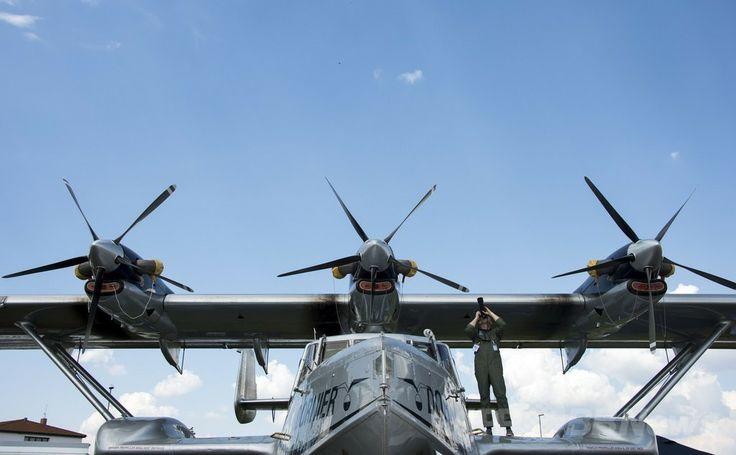 ドイツ・ベルリン(Berlin)で開催のベルリン国際航空宇宙ショー(ILA)で展示された独ドルニエ(Dornier)社の水陸両用機「Seastar」(2014年5月20日撮影)。(c)AFP/JOHANNES EISELE ▼22May2014AFP 電気飛行機や無人機が登場、ベルリン国際航空宇宙ショー http://www.afpbb.com/articles/-/3015614 #ILA_Berlin_Air_Show #Internationale_Luft_und_Raumfahrtausstellung_Berlin #Exhibicion_Aeroespacial_Internacional #Salon_aeronautique_international_de_Berlin #Dornier #Seastar
