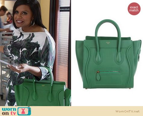 Mindy's green purse on The Mindy Project. Outfit Details: http://wornontv.net/19792 #TheMindyProject #Fox