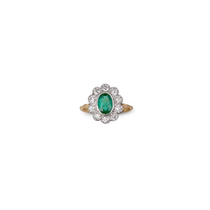 18ct Emerald And Diamond Daisy Ring