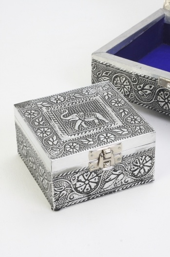 163 12 00 Metal Jewellery Box With Intricately Embossed