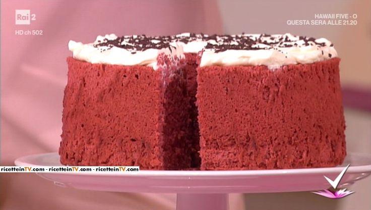 """""""Detto Fatto"""": la ricetta della red velvet chiffon cake di Francesco Saccomandi del 3 aprile 2017."""