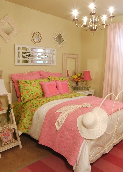 Creative theme ideas for rooms of young girls below the age of nineteen with interesting solutions for colors and small objects.