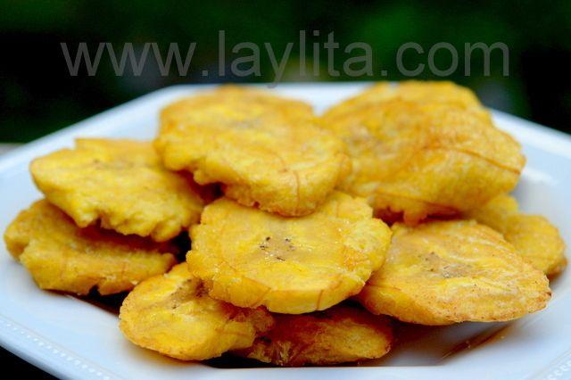 Receta para preparar patacones o tostones - o chips de plátanos verdes aplastados y fritos. Se sirven como entrada o acompañante que para una gran variedad de platos típicos en Latinoamérica.