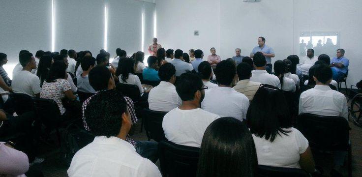 En reunión con jóvenes de Cartagena que ven en el @CeDemocratico la esperanza para Colombia