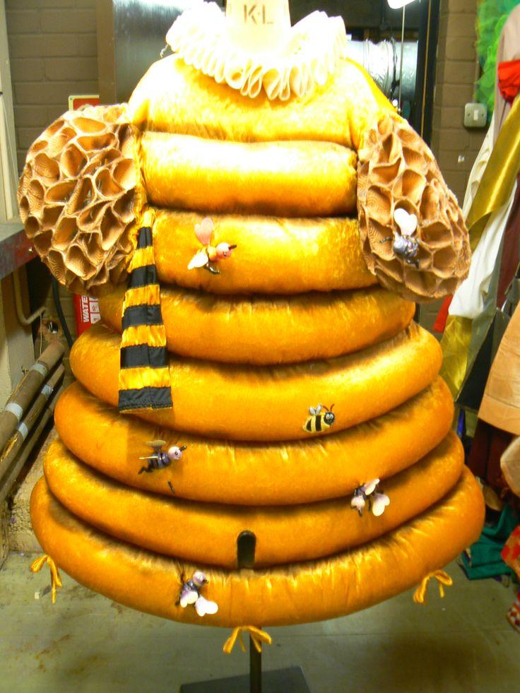 Queen's Theatre Panto Costume - Beeeeeeeeeee-utiful!