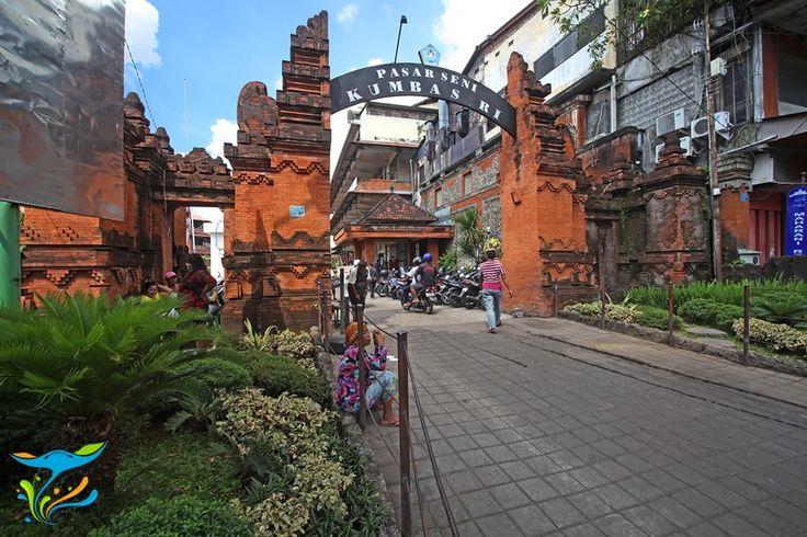 Pasar Kumbasari adalah pasar suvenir terbesar di Bali. Berlokasi di pusat Kota Denpasar, pedagang-pedagang ini melayani pembelian eceran maupun grosiran. Mau membeli suvenir Bali eceran dengan harga grosir? Coba saja. More info: http://fantasticbali.com/tempat-wisata/pasar-kumbasari.htm