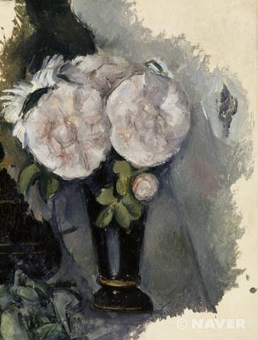 폴 세잔 '푸른 화병 속의 꽃' 1880년 후기인상주의 오랑주리 미술관 폴 세잔은 안정감 있는 구도를 위해 대상의 정확한 묘사보다는 각각의 조합이 이루는 구성을 매우 중요하게 생각했다. 이 정물화 역시 여러 사물을 세심하게 배치한 흔적이 보인다. 이 그림에서는 주제인 장미와 꽃병이 중심이 되도록 주변의 사소한 요소들을 과감히 생략하고, 사물의 자세한 형태보다는 색을 섬세하게 살려서 보다 단순한 화면으로 구성하였다. 그럼에도 단순하게 표현된 장미의 형태만으로도 우아한 꽃의 자태를 충분히 느낄 수 있다. 꽃과 꽃병 그리고 그것을 둘러싸고 있는 배경이 만들어내는 색면의 조화로움이 넉넉하고도 편안한 공명을 전해준다.