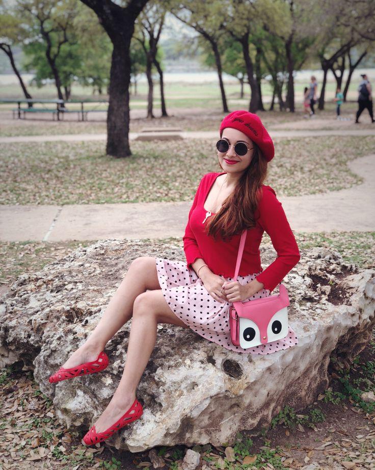 Look do dia: Estilo girlie com vermelho, rosa e poá.