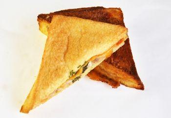ツナチーズサンド「あん食」のトミーズ