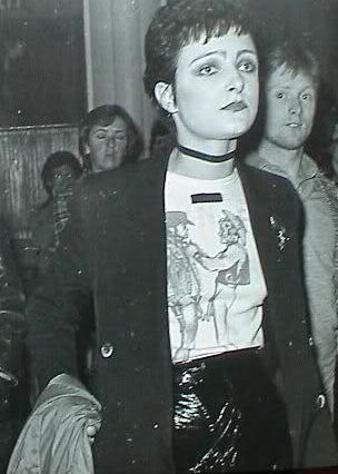 Siouxsie wearing a SEX / SEDITIONARIES Cowboys t-shirt and leatherette pants designed by Vivienne Westwood & Malcolm McLaren, circa 1976 http://suburbandandies.blogspot.com/2014/01/siouxsie-wearing-sex-seditionaries.html