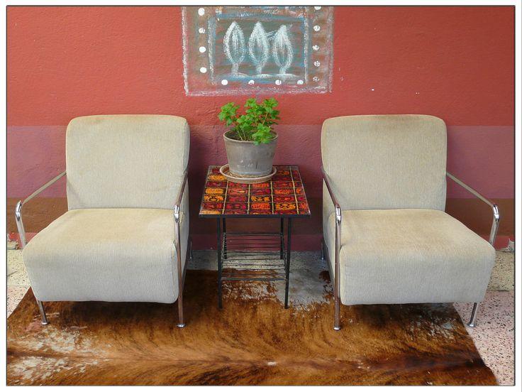 """Belle paire de fauteuils vintage """"Club"""" velours cotelé beige et acier chromé de la boutique LUCKYRELAX sur Etsy"""