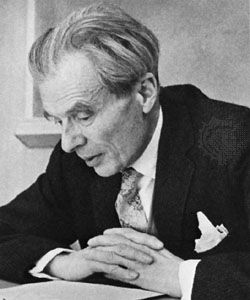 English novelist and critic gifted with an acute and far-ranging intelligence. His works were notable for their elegance, wit, and pessimistic satire. Aldous Huxley was a grandson...