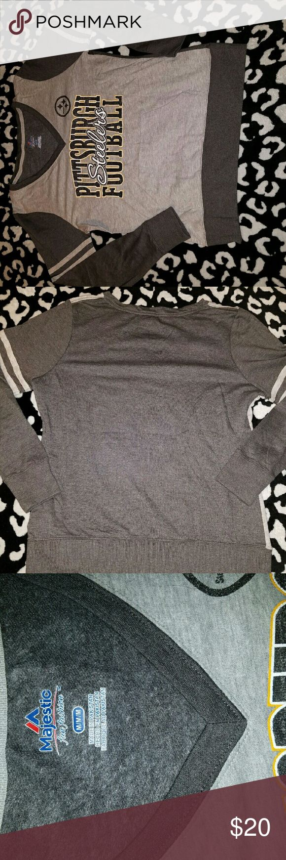 NWOT Pittsburgh Steelera sweatshirt. Lightweight Women's gray Pittsburgh Steelers sweatshirt with front pocket. V-neck. Size Medium. Majestic Tops