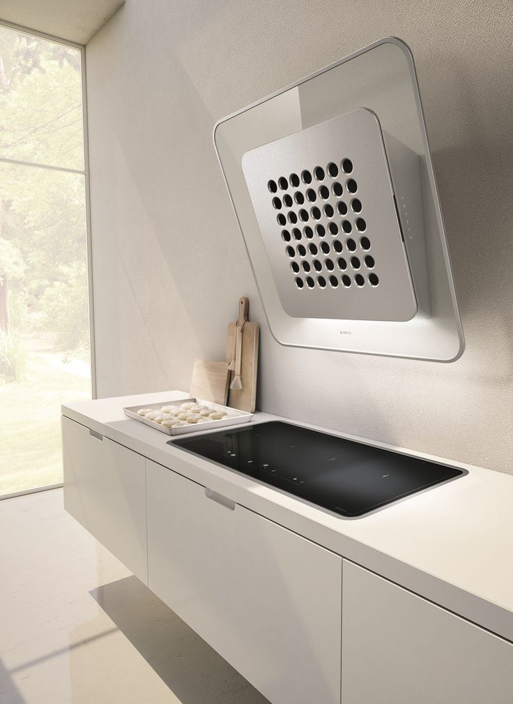 Wall-mounted Glass and Stainless Steel cooker hood SOO by Elica design Fabrizio Crisà