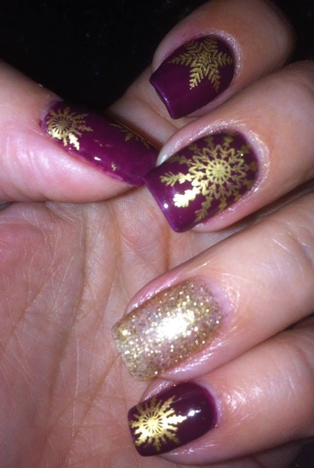 2nd Christmas nails of 2016. UC Christmas plates 01 & 02 snowflake images over a gel base of Madam Glam one step gel polish.