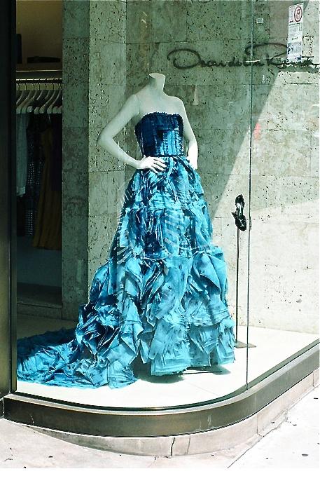 Oscar de la Renta can make my wedding gown! (In white not teal, please!)
