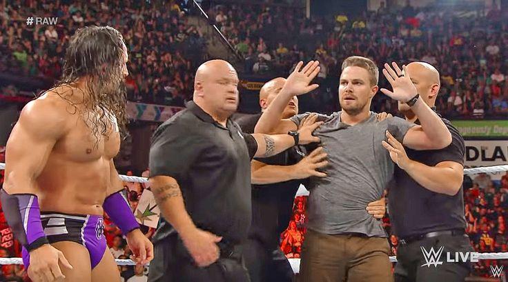 Stephen Amell did not failWWE Monday Night Raw