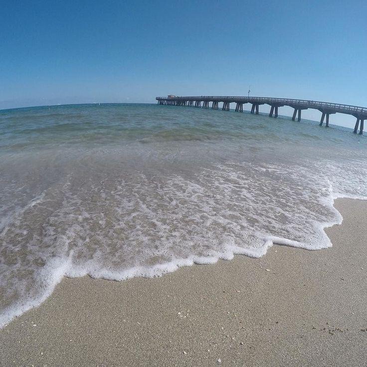 Olha só hoje fomos para a paradisíaca Pompano Beach que fica localizada 40 milhas ao Norte de Miami. Seu acesso é muito rápido pela rodovia I-95.  ____________________________  Fica 8 milhas após Fort Lauderdale e ao Norte pela costa pouco depois se chega a Boca Raton Palm Beach etc. ____________________________  Pompano não tem o glamour de Palm Beach nem o movimento de Fort Lauderdale de onde partem navios para muitos cruzeiros pelo Caribe.  ____________________________  Mas se você é…