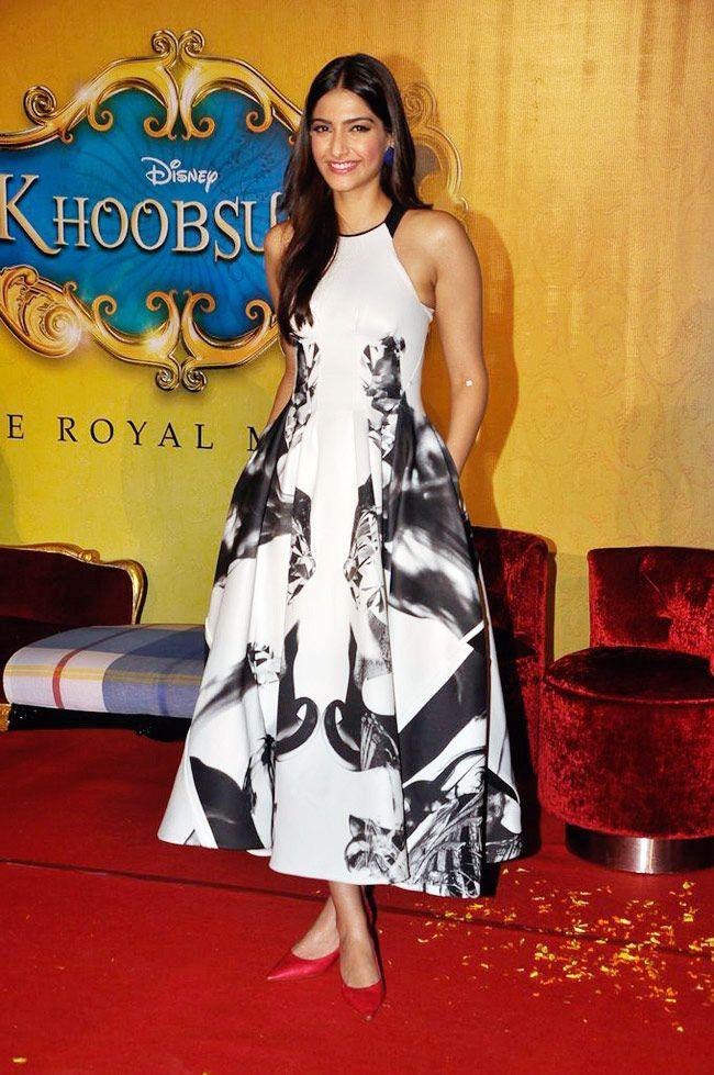 Sonam Kapoor at the Khoobsurat trailer launch. #Style #Bollywood #Fashion #Beauty
