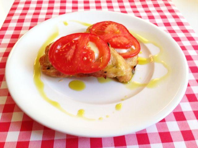 Bruschetta tomaat mozzarella   Het lekkerste recept vind je op AllesOverItaliaansEten