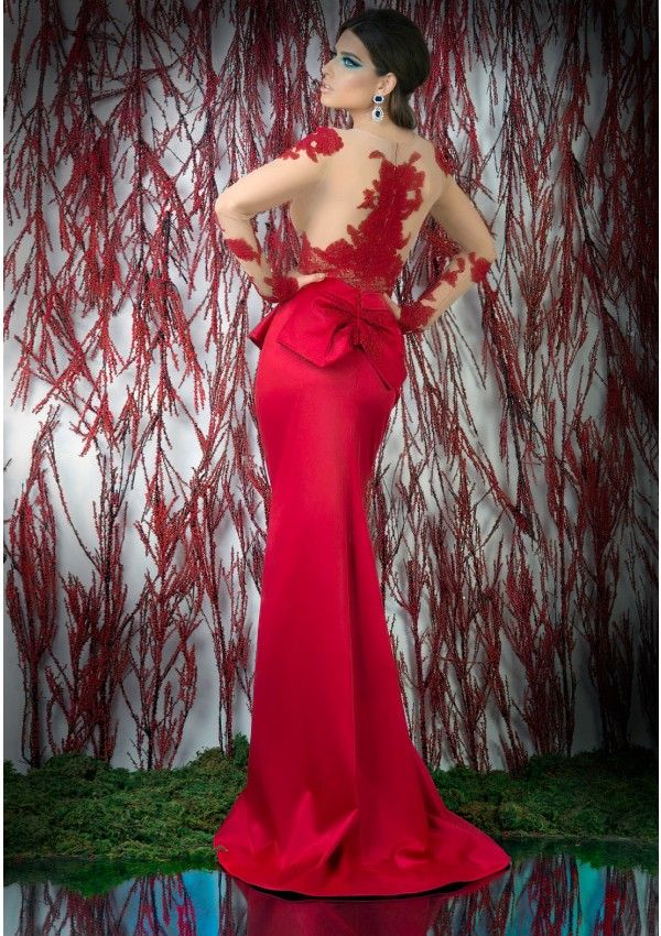 This is a precious evening gown designed to offer you a fabulous look from BIEN SAVVY's Follow Me collection.