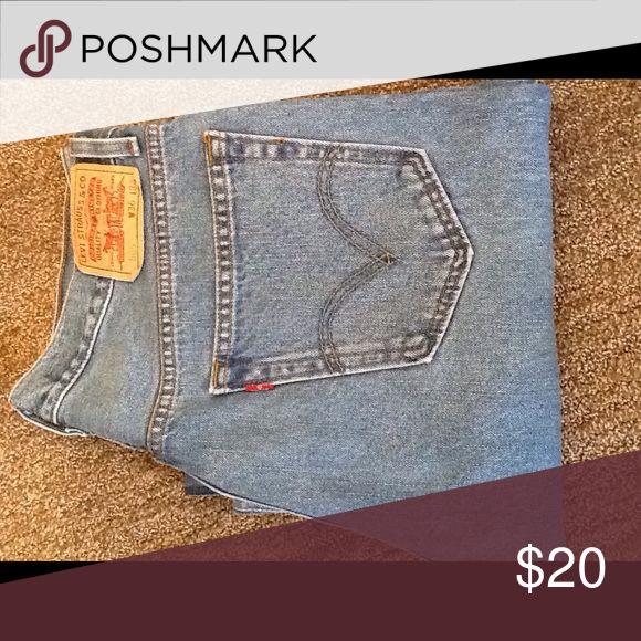 Mens Levi 505 jeans. Mens light wash Levi 505 jeans.36 x 34 regular fit, straight leg. Levi's Jeans Straight