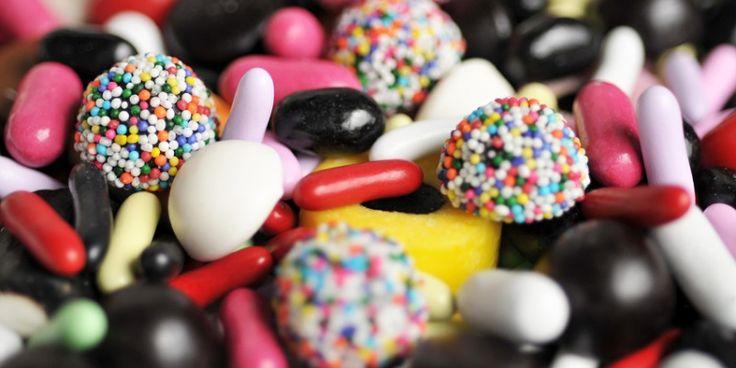 Van schuimblokken en spekken tot romige boterbabbelaars en zwarte drop: op deze adresjes vind je het lekkerste snoepgoed.