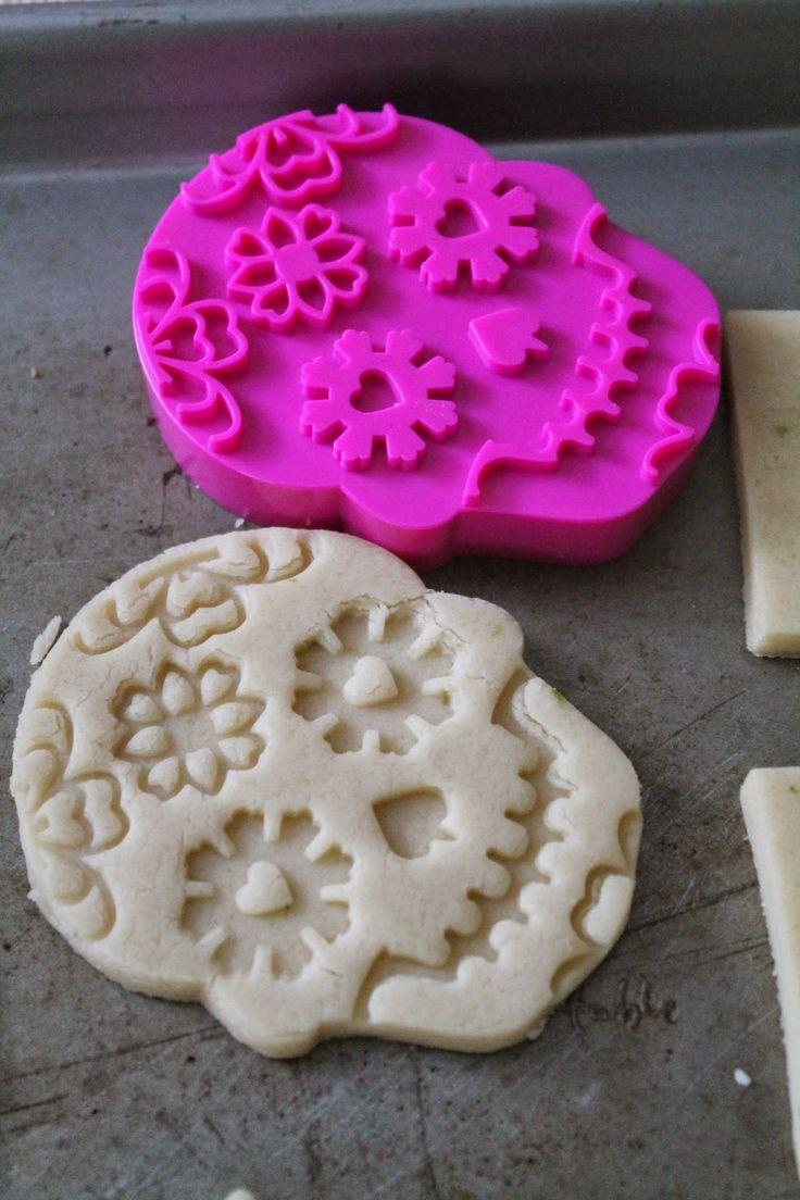 The best skull cookie cutter I hever had - Sugar Skull Decorated cookie-Galletas de Calaveritas de Azúcar