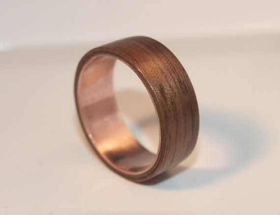Here we have a hand made bentwood Walnut and Copper ring. Every ring is made to order so please remember to message me with the ring size you