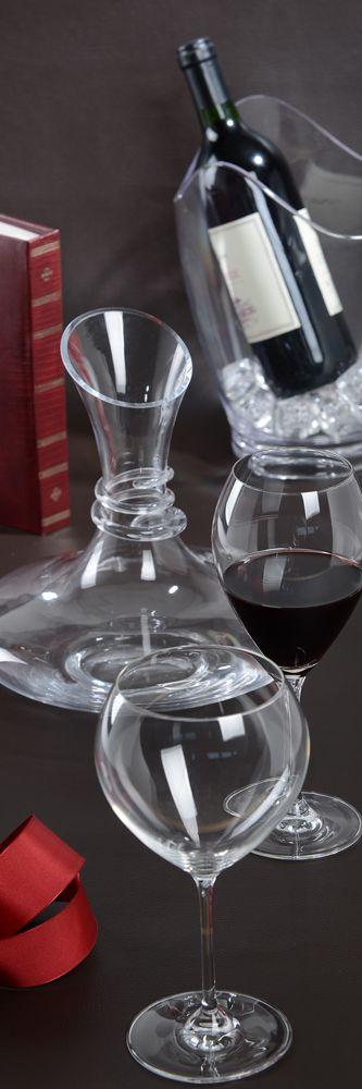 Quelques verres à pied, une carafe à décanter et un rafraîchisseur vous permettront d'apprécier la finesse des arômes d'un bon vin.