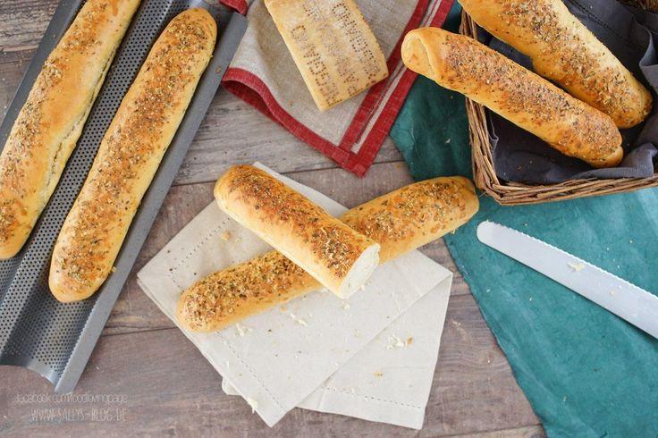"""In diesem Video backe ich die berühmten weichen """"Subway"""" Brote, die es in der Fastfood Kette gibt. Die langen Baguette Brote sind weich und perfekt zum Belegen. In diesem Video die Variante mit Cheese & Oregano."""
