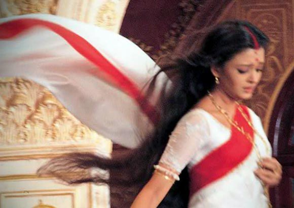 The final scene of the movie Devdas where Aishwarya Rai's white puja sari takes on a life of its own..