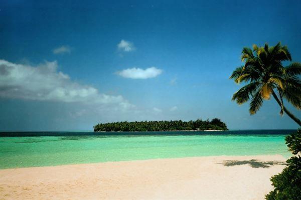 Maldiven De Maldiven hebben alles, de mooiste stranden, de best hotels, en dus ook de beste duiklocaties. Niet zo gek dus dat dit een van de populairste locaties is voor een Huwelijksreis.
