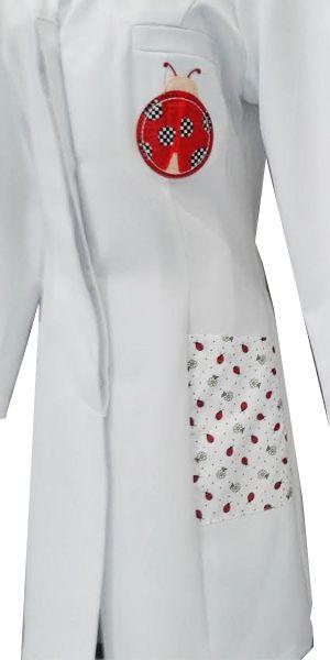 Jalecos Personalizados Bordados | Renatta Aventais, Jalecos - Porto Alegre temos também toucas para nutrição, toucas para dentistas, toucas personalizadas, toucas com dentinhos, toucas divertidas, roupas cirúrgicas, roupas hospitalares, bata cirúrgica, avental cirúrgico, avental para paciente, camisola paciente, avental mamografia, bata mamografia