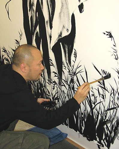 Takehiko Inoue signs his mural at Kinokuniya NYC